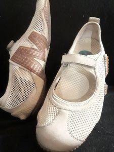 Merrel Mesh Mary Jane Flats Shoes Size 7.5
